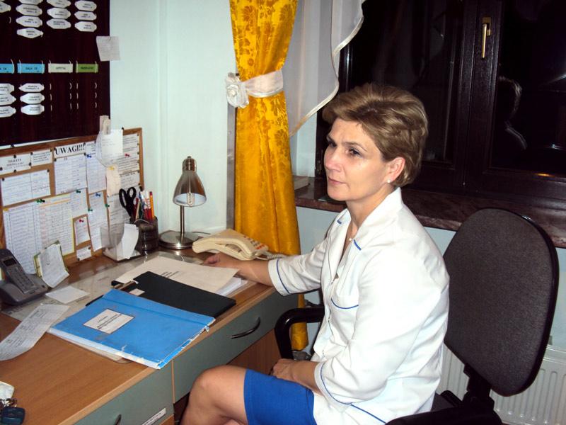 pielęgniarka przy biurku