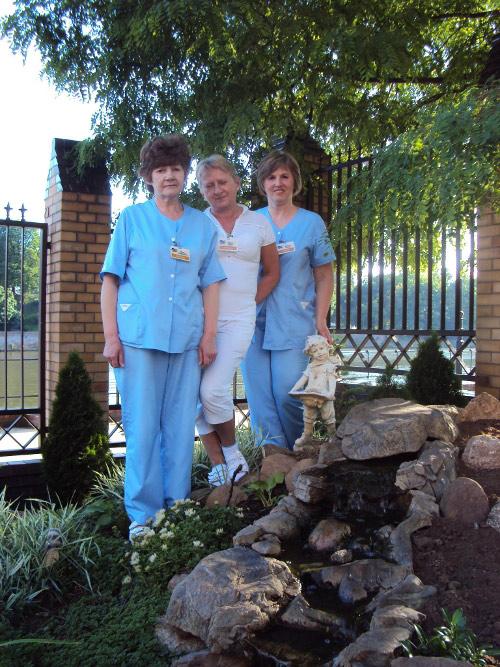 opiekunki w ogrodzie